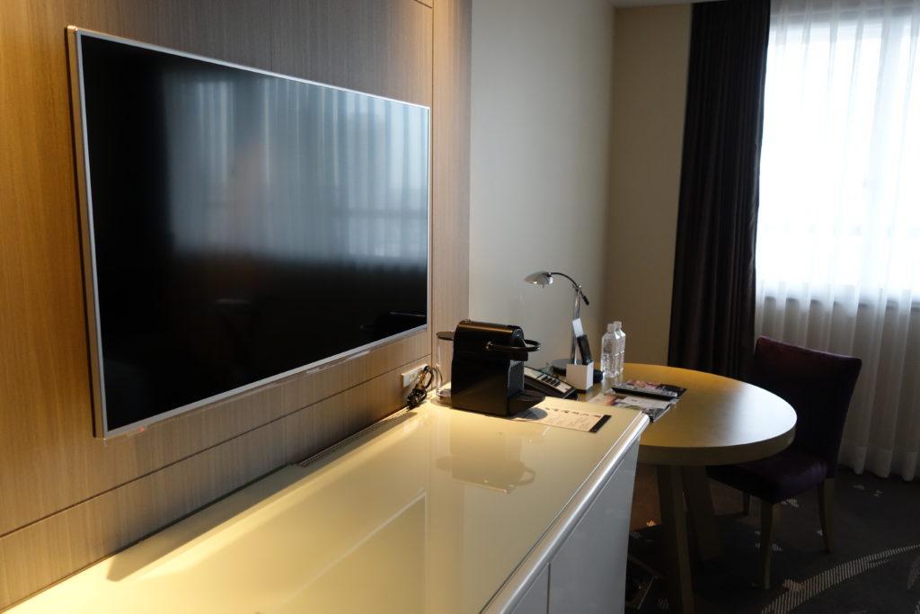 壁掛けテレビ