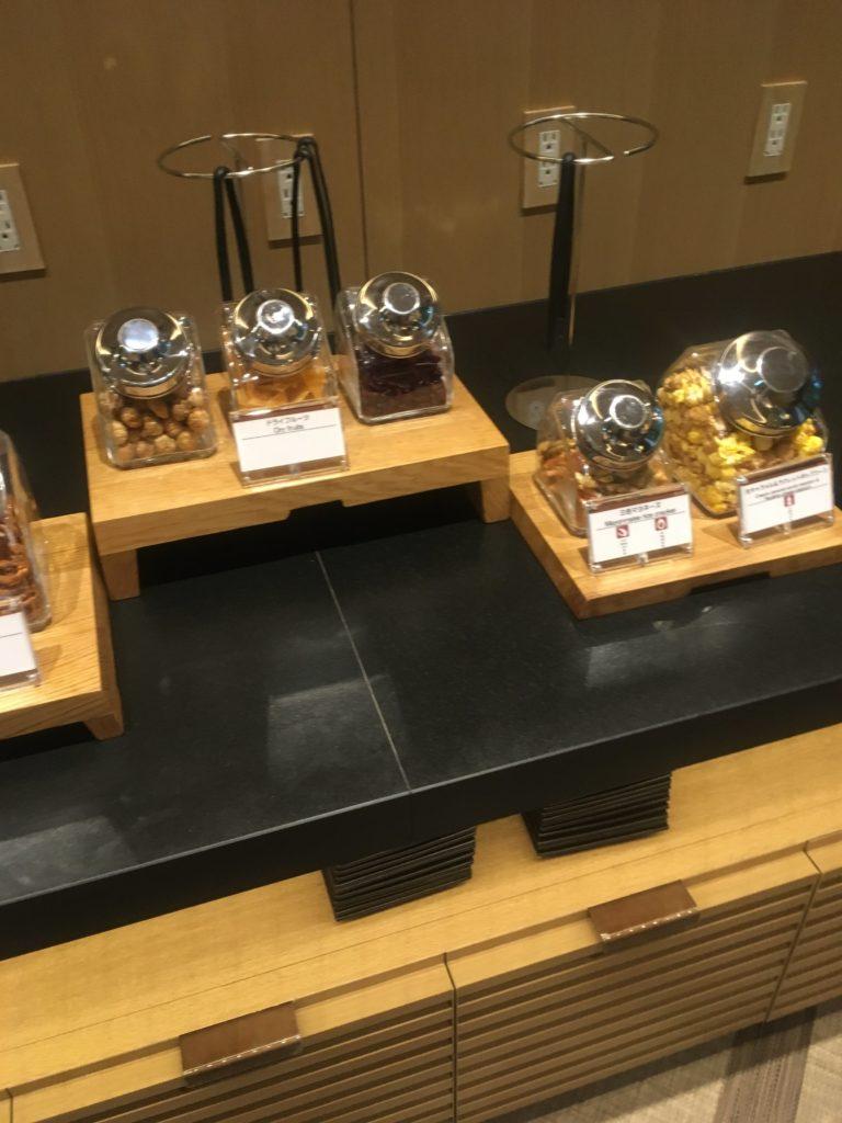 ザ・プリンスさくらタワー東京、オートグラフコレクションラウンジお菓子