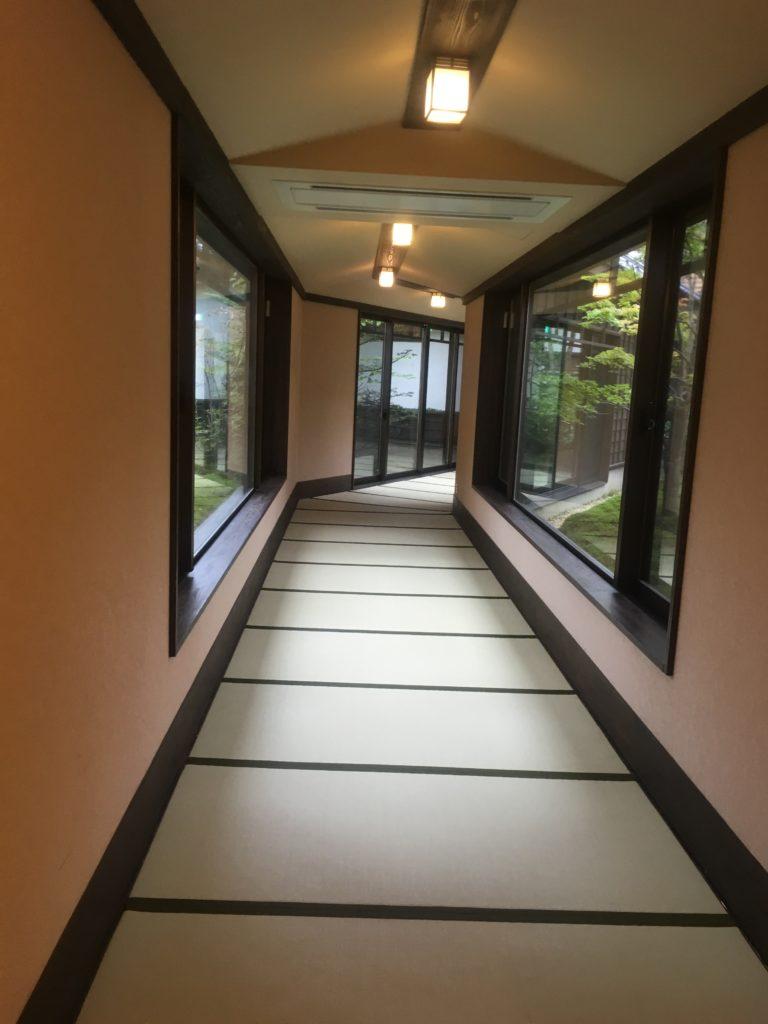 季の庭廊下