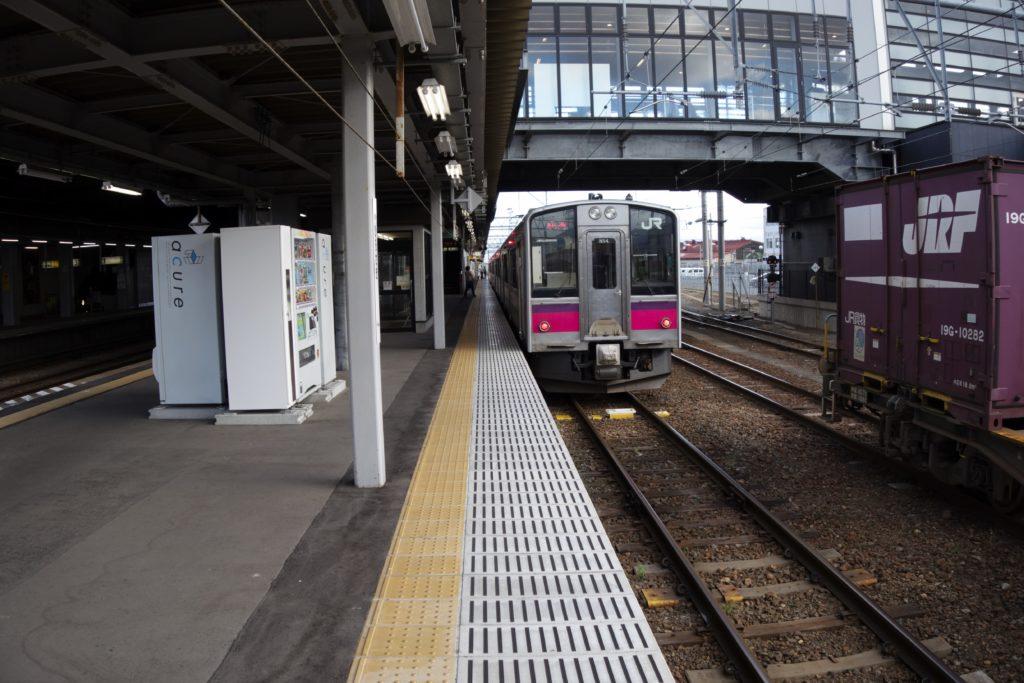 弘前ふらいんぐうぃっち弘前駅電車