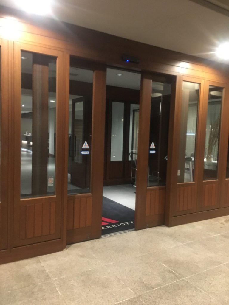 軽井沢マリオットメインウイングの入口