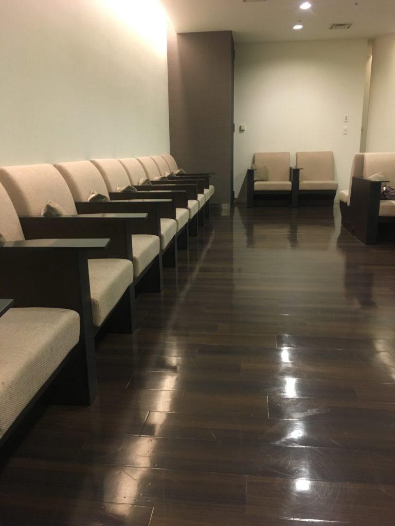 ANA成田アライバルラウンジ椅子