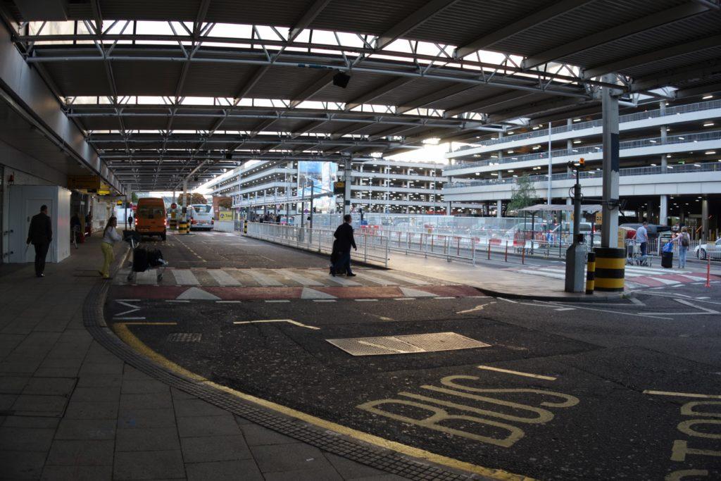 ロンドンけいおん!ヒースロー空港タクシー乗り場