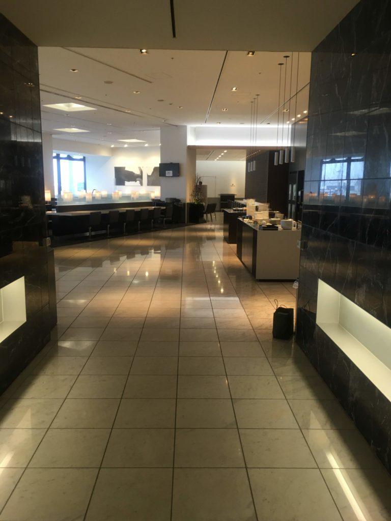 成田空港国際線ANAラウンジ廊下