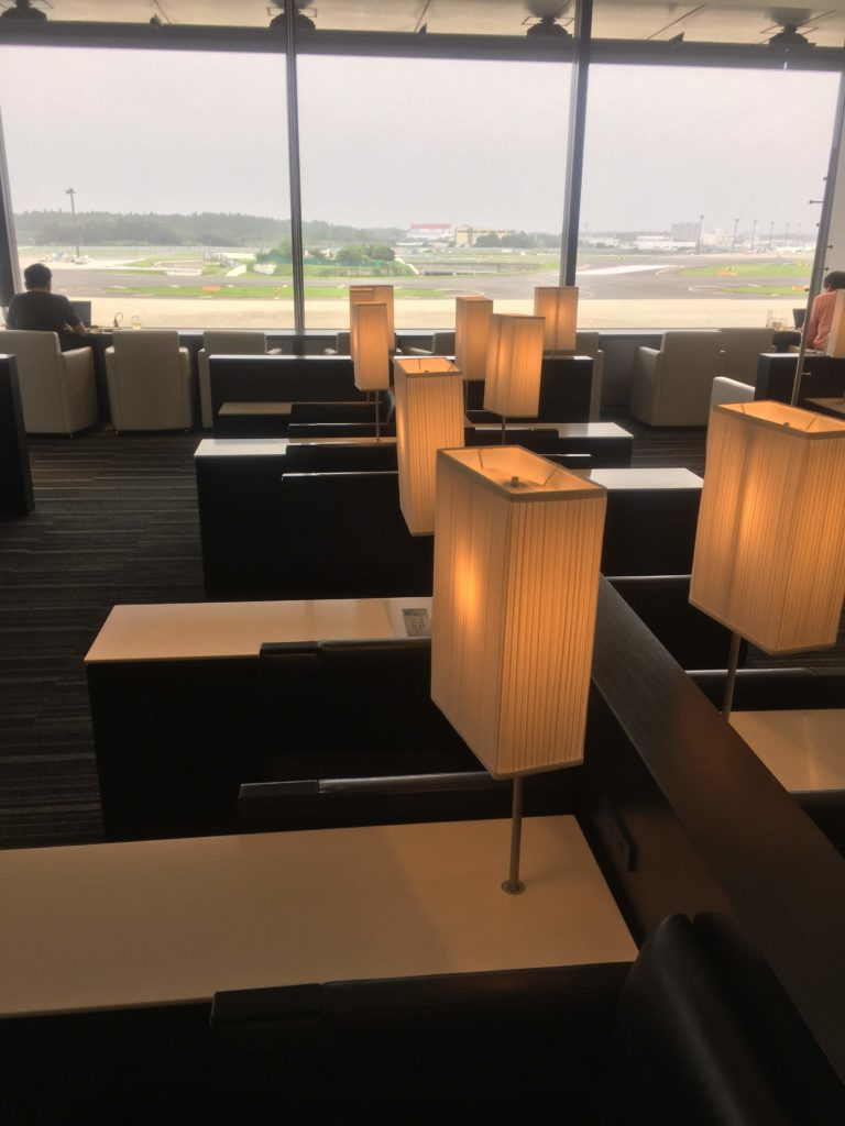 成田空港国際線ANAラウンジ座席