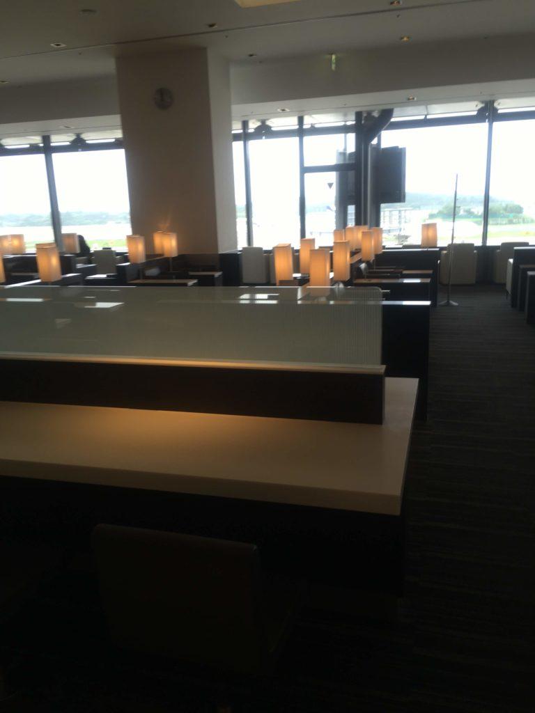 成田空港国際線ANAラウンジ座席2