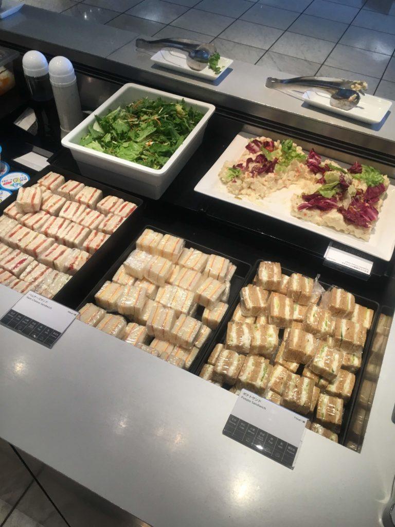 成田空港国際線ANAラウンジ食事1