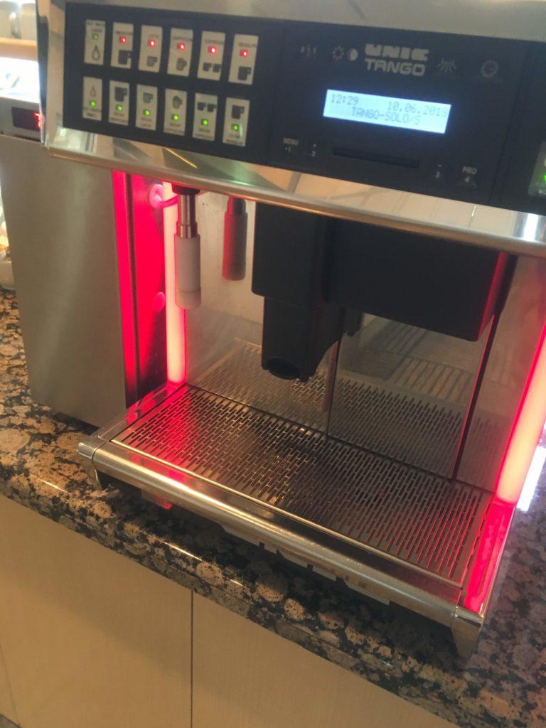 成田空港United clubコーヒーマシン