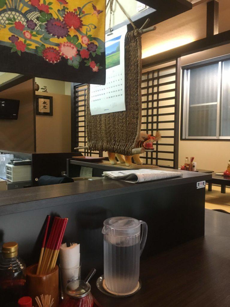 沖縄そばこどらカウンター