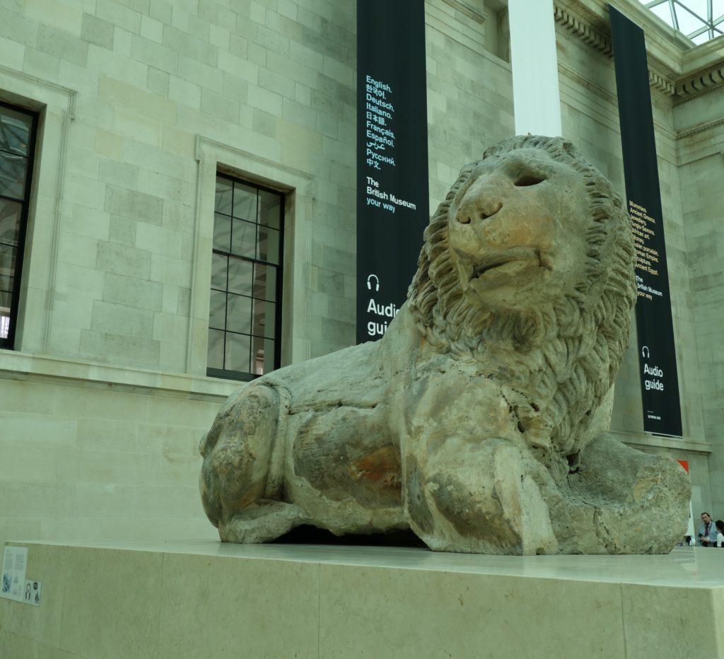 ロンドンけいおん!大英博物館ライオン