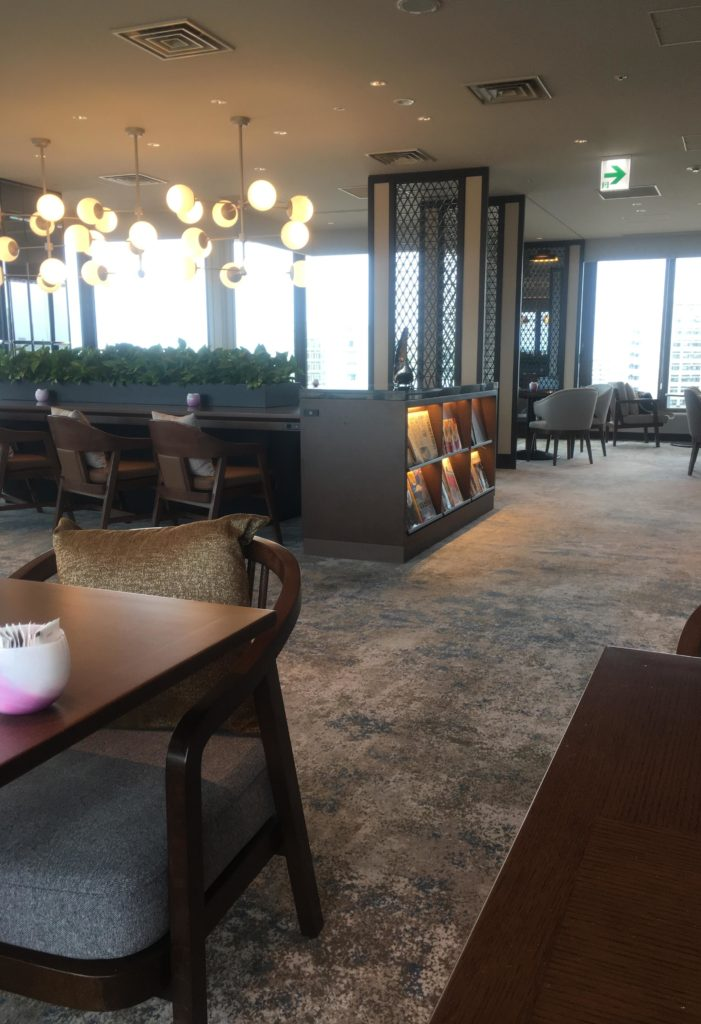ANAクラウンプラザホテル沖縄ハーバービューラウンジ座席