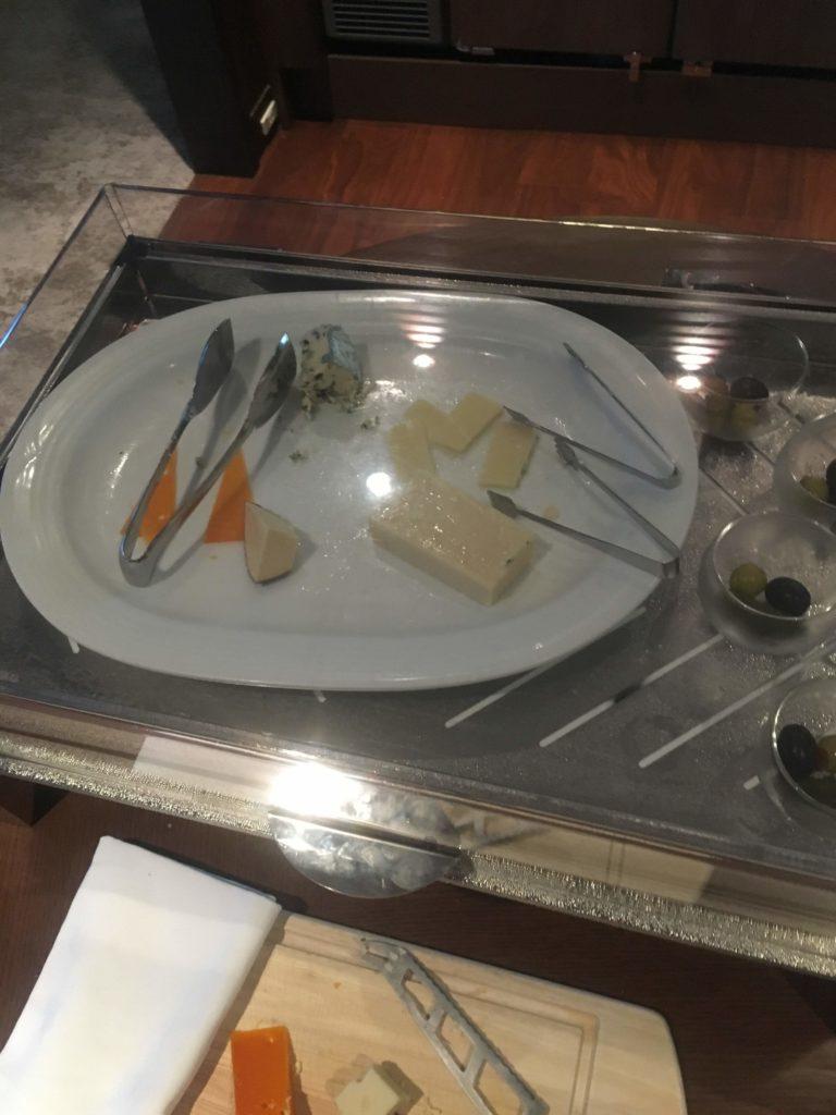ANAクラウンプラザホテル沖縄ハーバービューラウンジチーズ1