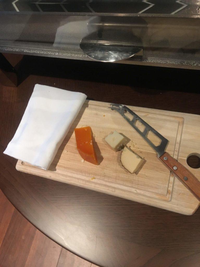 ANAクラウンプラザホテル沖縄ハーバービューラウンジチーズ2