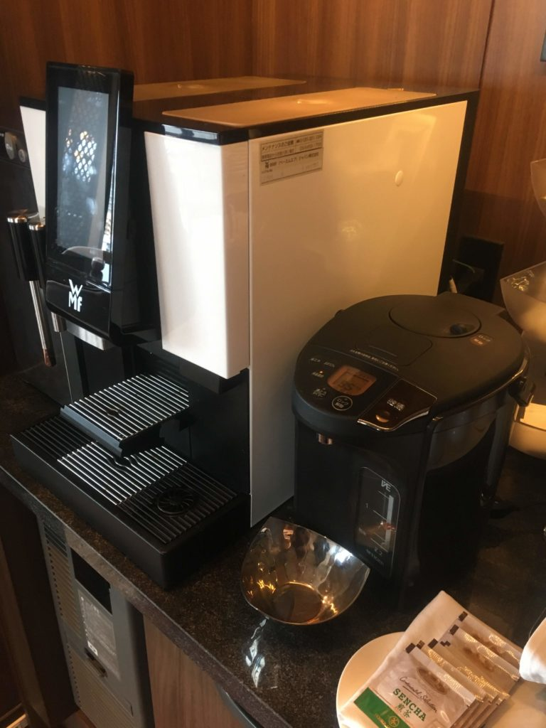 ANAクラウンプラザホテル沖縄ハーバービューラウンジコーヒーマシン
