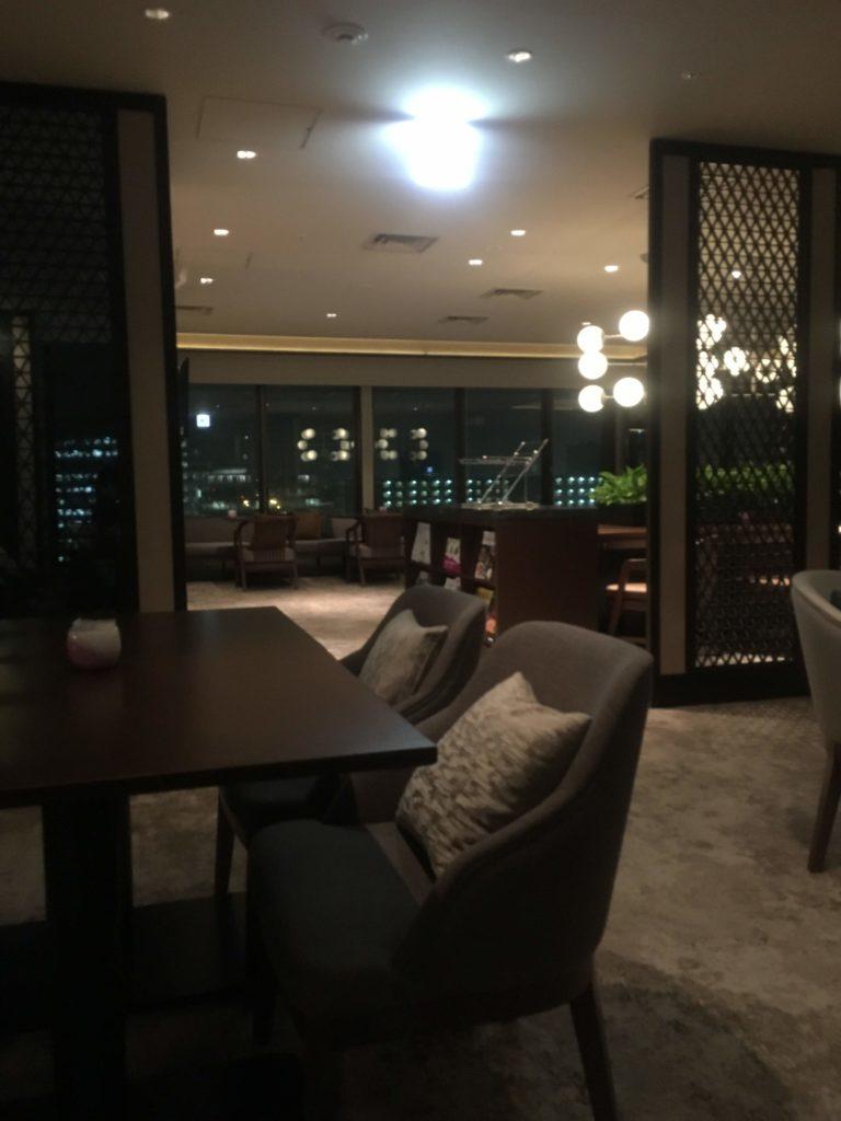 ANAクラウンプラザホテル沖縄ハーバービューラウンジカクテルタイム雰囲気2