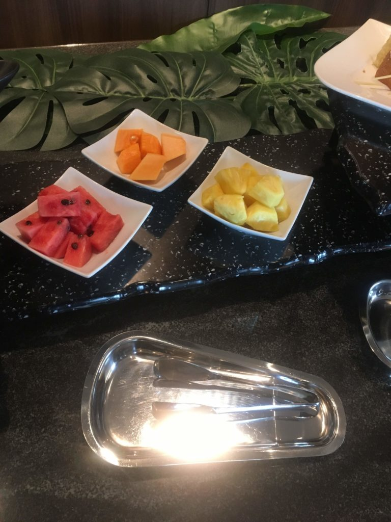 ANAクラウンプラザホテル沖縄ハーバービューラウンジフルーツ