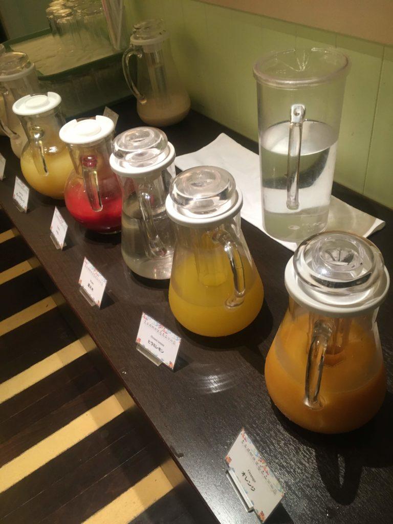 ANAクラウンプラザホテル沖縄ハーバービュー朝食ジュース
