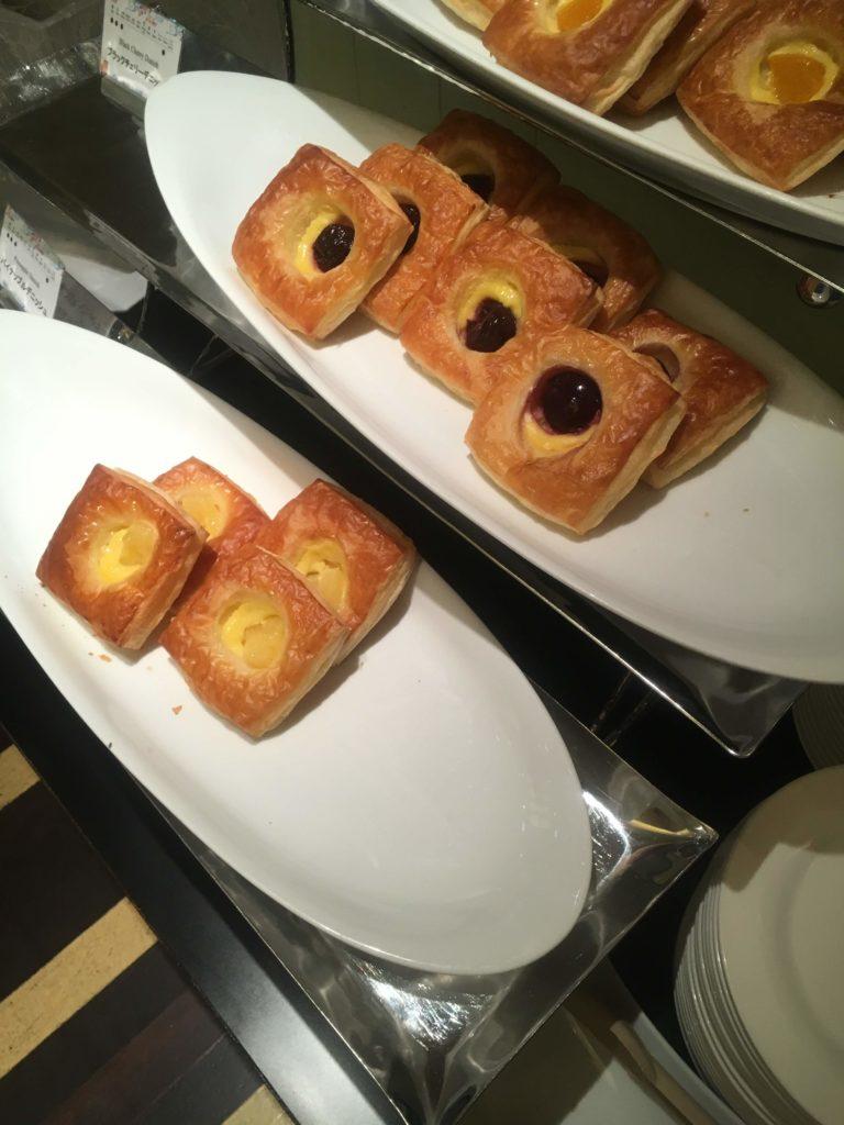 ANAクラウンプラザホテル沖縄ハーバービュー朝食パン2