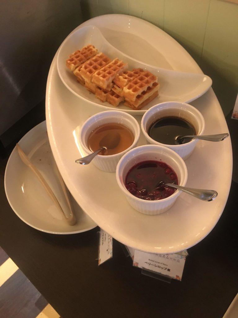 ANAクラウンプラザホテル沖縄ハーバービュー朝食ワッフル