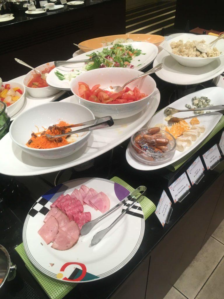 ANAクラウンプラザホテル沖縄ハーバービュー朝食サラダ2