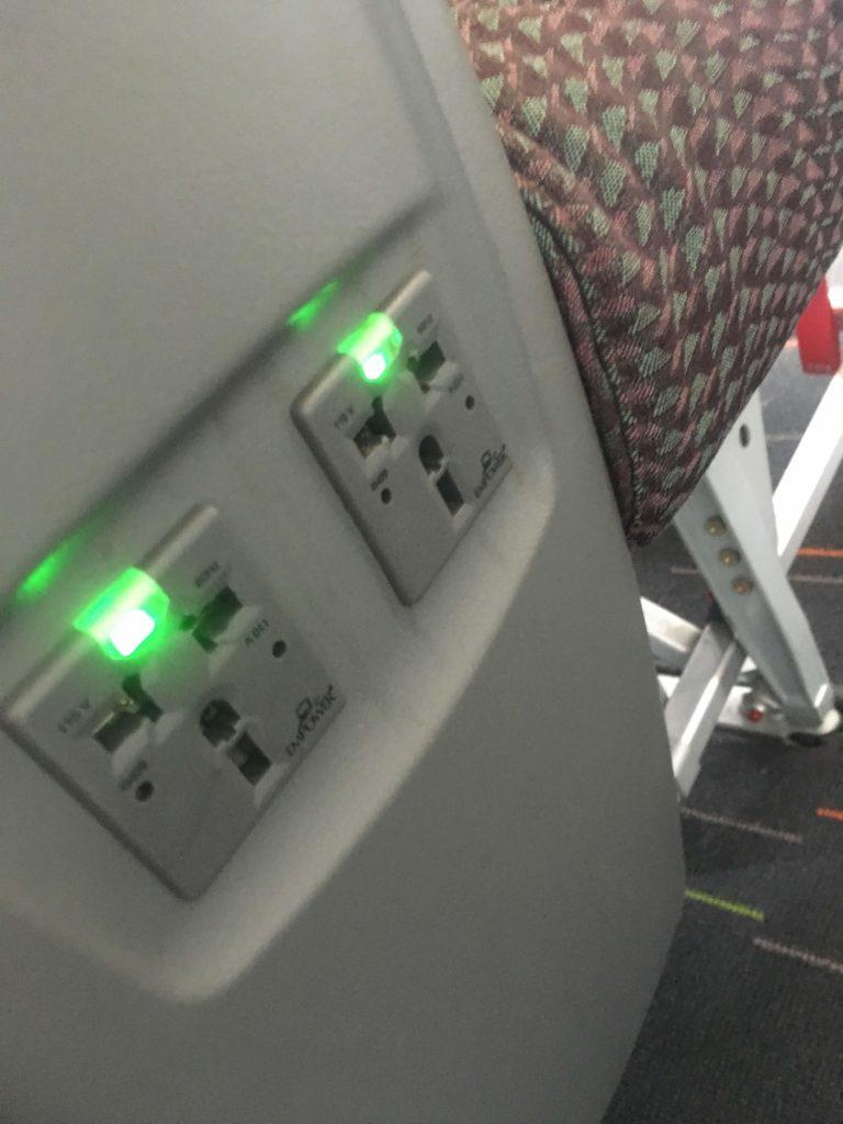 エバー航空ビジネスクラス座席電源