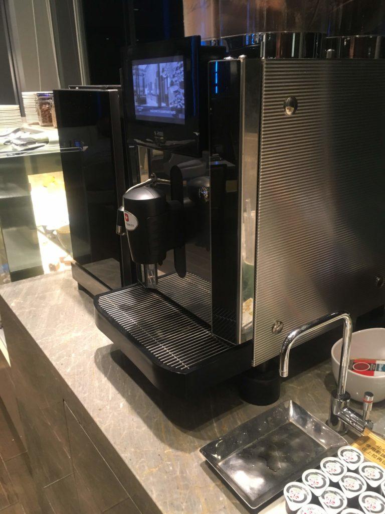 コートヤード台北ラウンジカクテルタイムコーヒーマシン