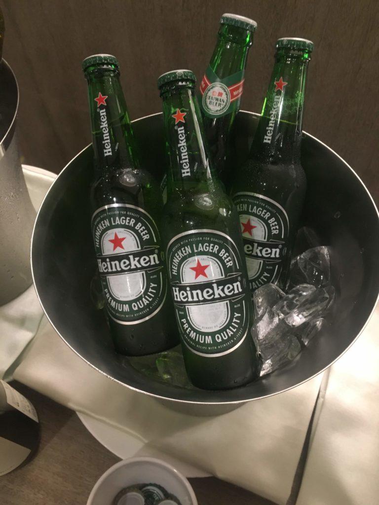 コートヤード台北ラウンジカクテルタイムビール
