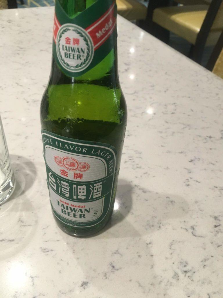 コートヤード台北ラウンジカクテルタイム台湾ビール