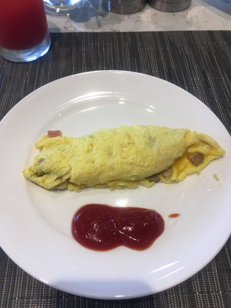 コートヤード台北ラウンジ朝食オムレツ