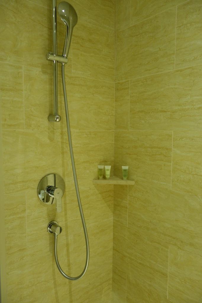 コートヤード台北部屋シャワー
