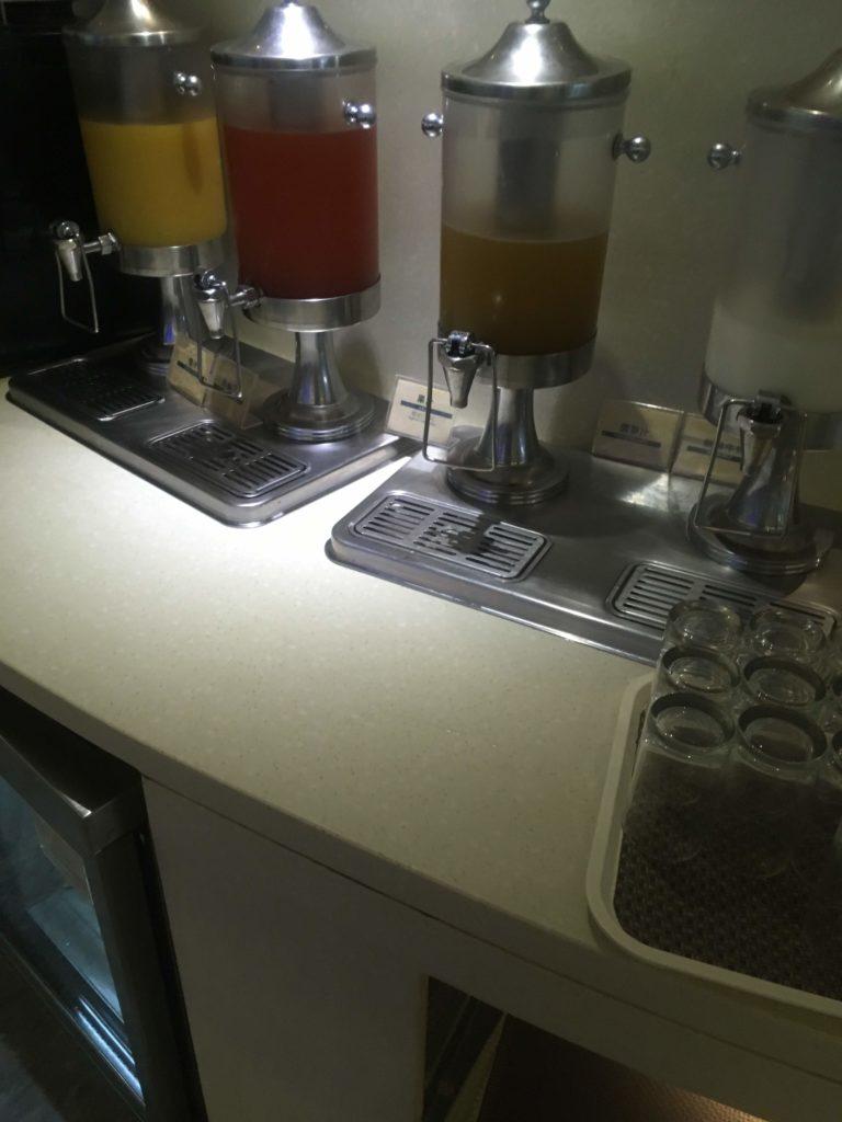 上海浦東空港中国国際航空ラウンジ飲み物