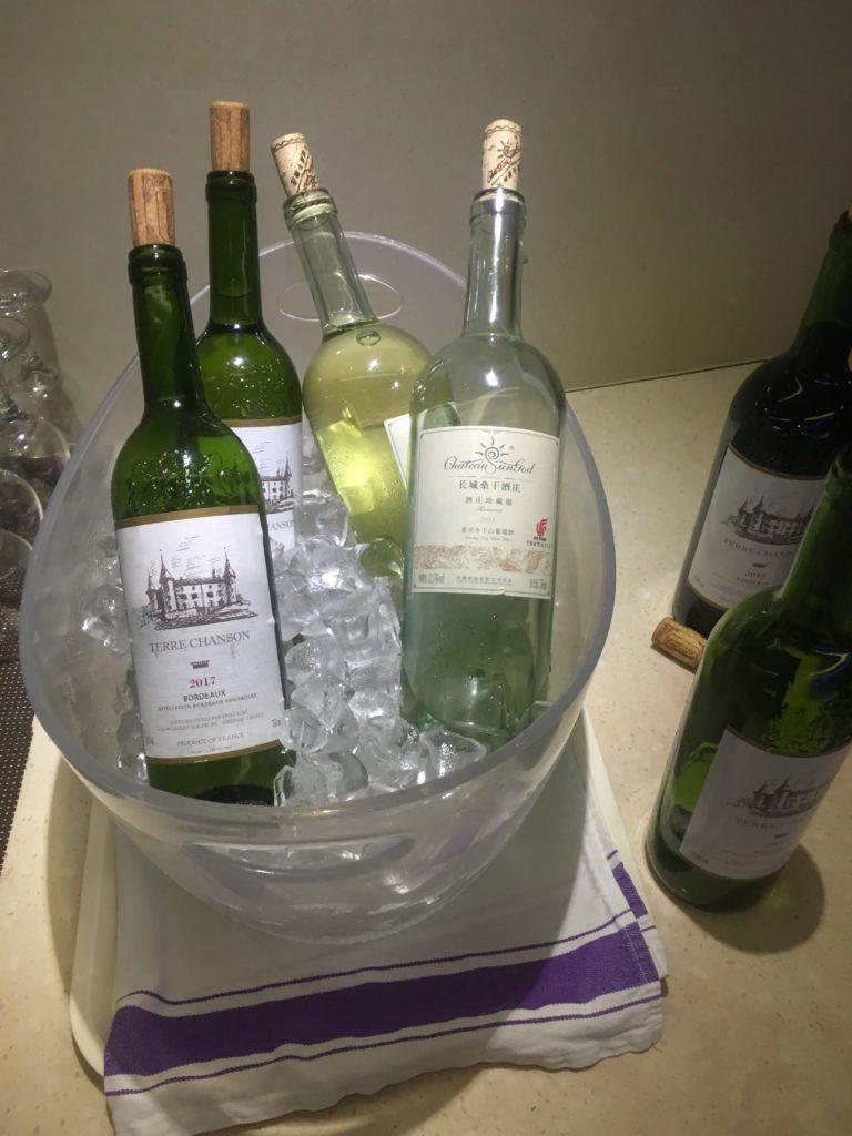 上海浦東空港中国国際航空ラウンジ白ワイン