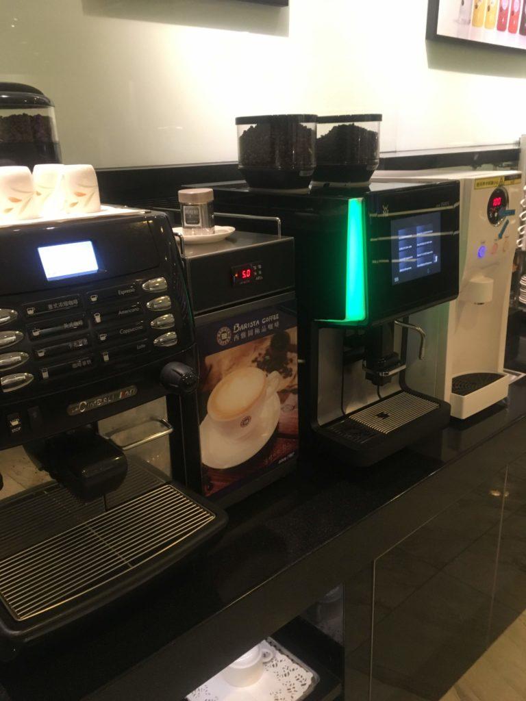 台湾桃園国際空港エバー航空ラウンジコーヒーマシン