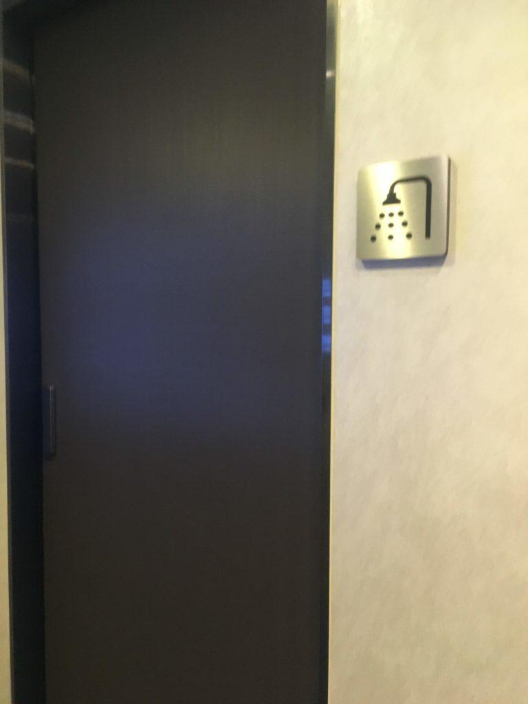 台湾桃園国際空港エバー航空ラウンジシャワー入口