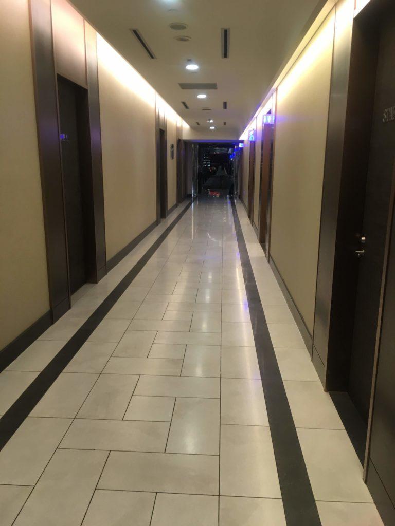 台湾桃園国際空港エバー航空ラウンジ廊下