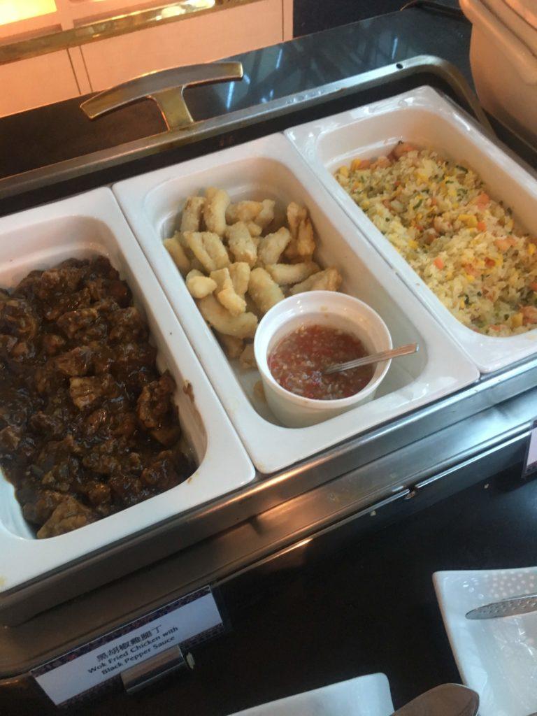 台湾桃園空港シンガポール航空シルバークリスラウンジお食事2