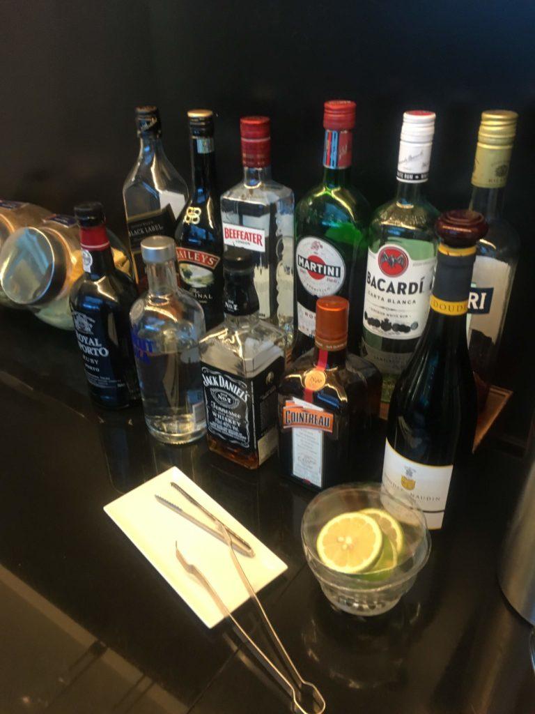 台湾桃園空港シンガポール航空シルバークリスラウンジお酒1
