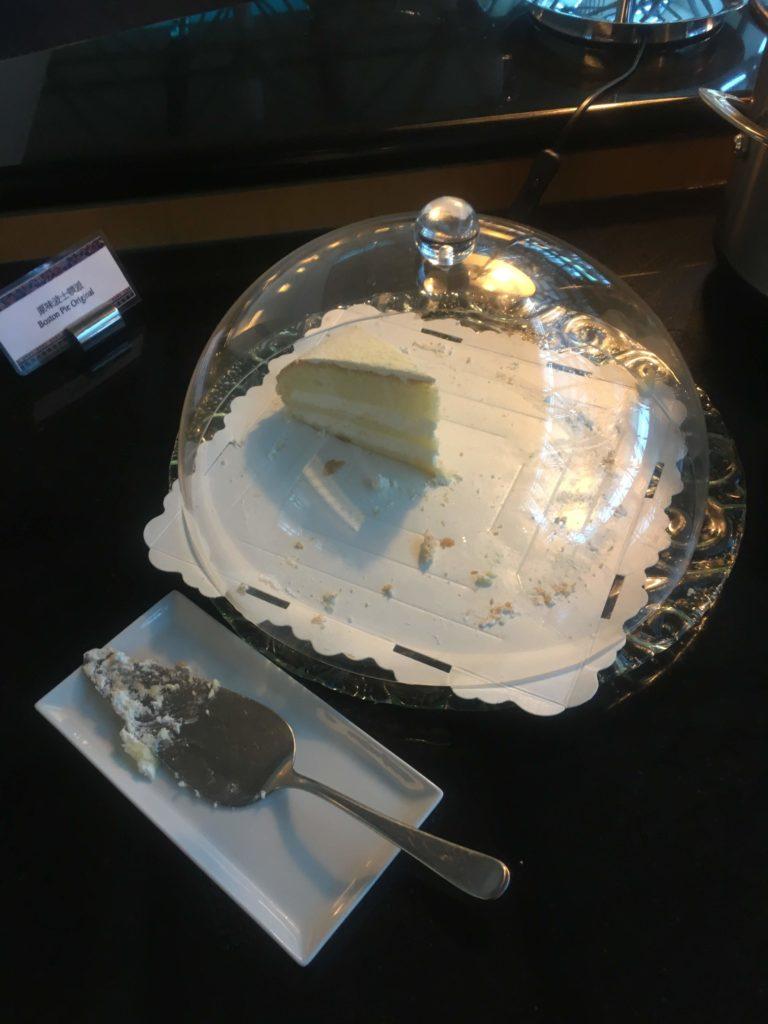 台湾桃園空港シンガポール航空シルバークリスラウンジケーキ