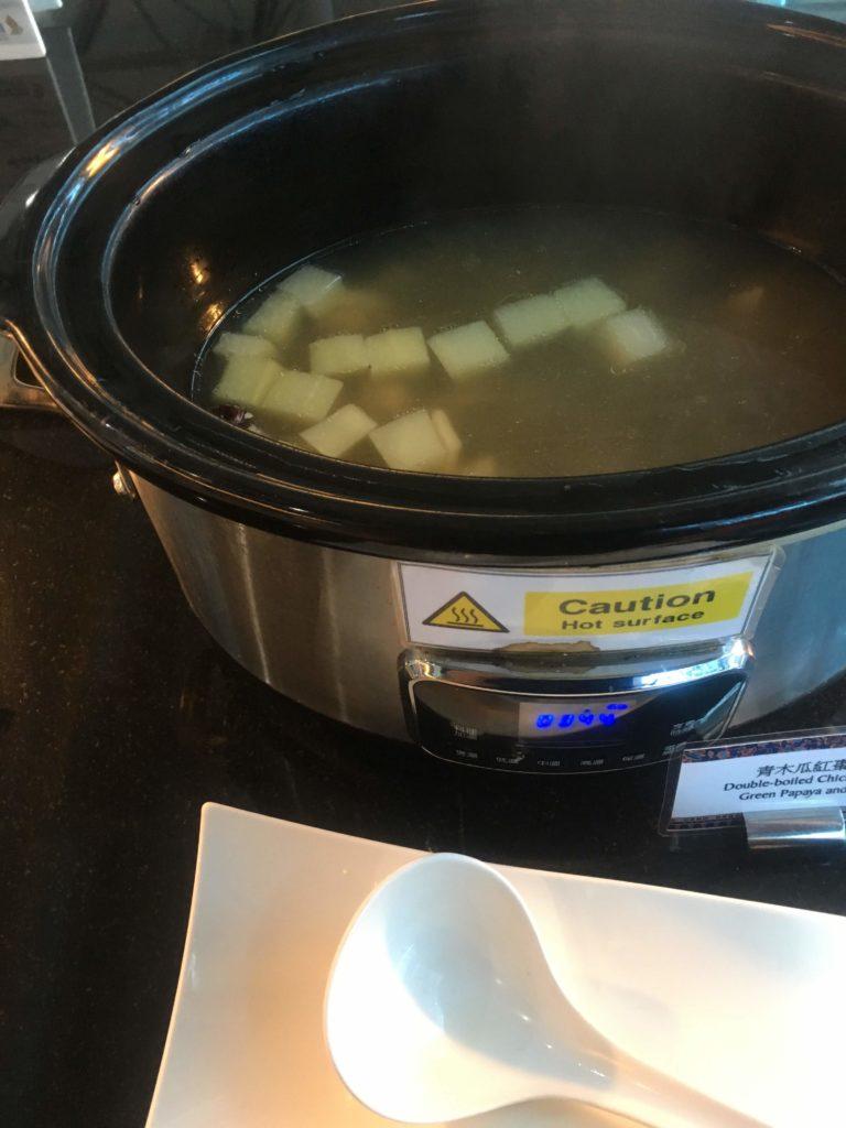 台湾桃園空港シンガポール航空シルバークリスラウンジスープ2