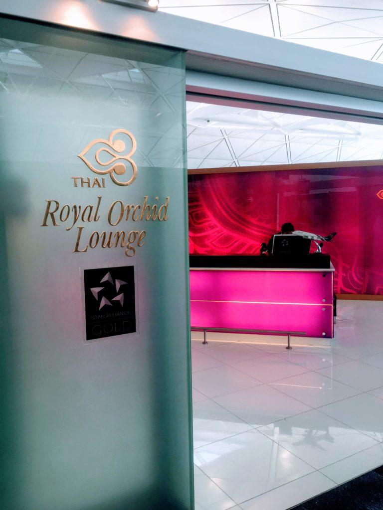 香港国際空港のタイ航空ロイヤルオーキッドラウンジ入口