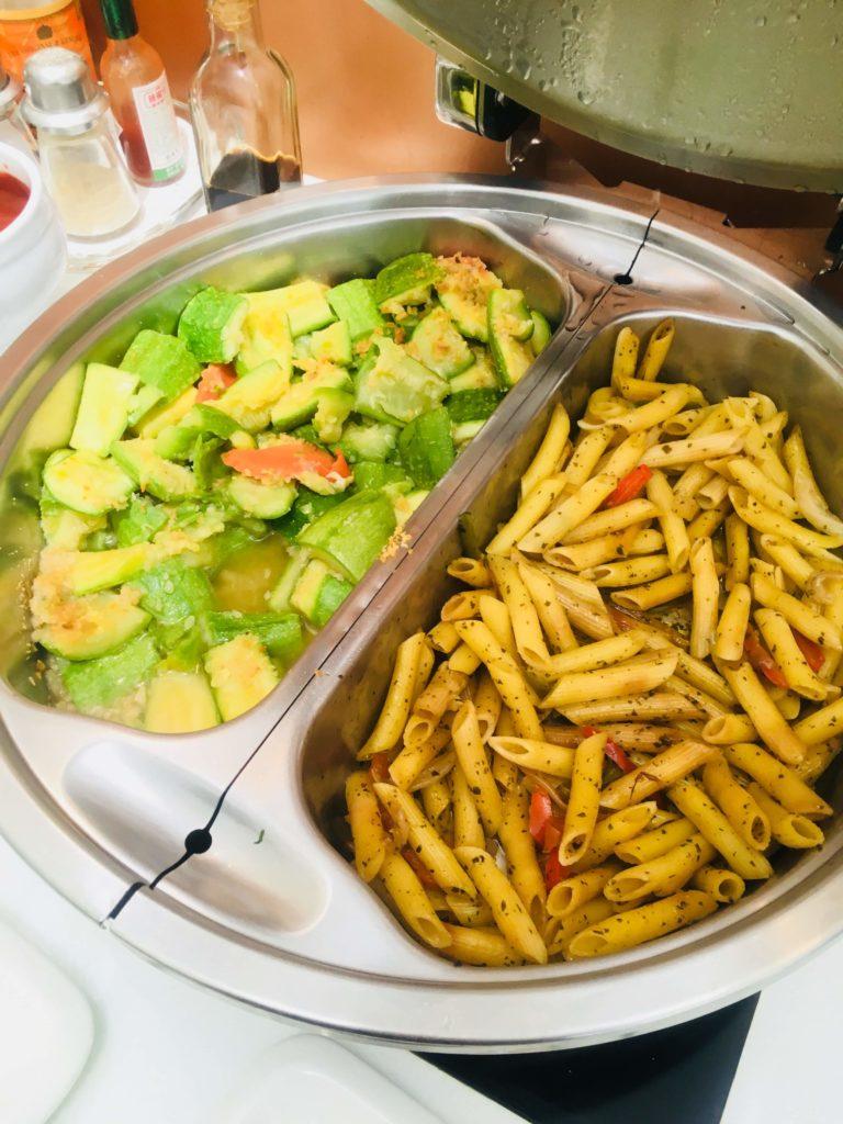 香港国際空港のタイ航空ロイヤルオーキッドラウンジパスタと野菜