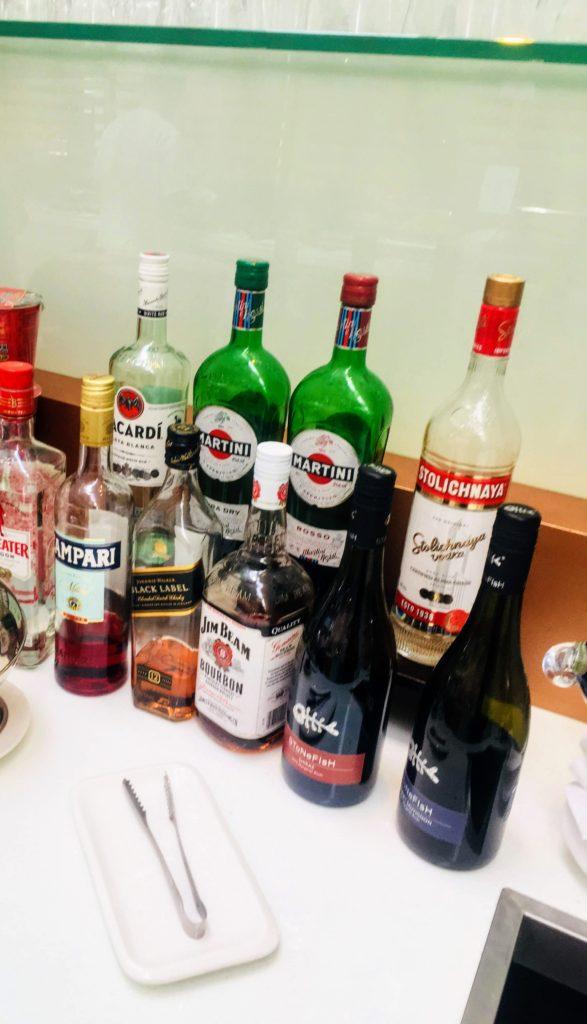 香港国際空港のタイ航空ロイヤルオーキッドラウンジお酒