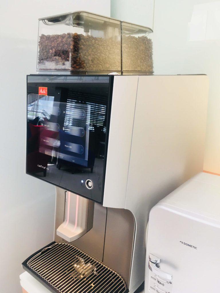 香港国際空港のタイ航空ロイヤルオーキッドラウンジコーヒーマシン