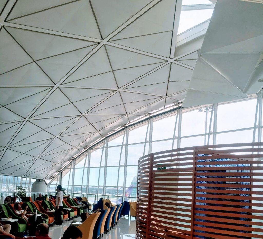 香港国際空港のタイ航空ロイヤルオーキッドラウンジ雰囲気