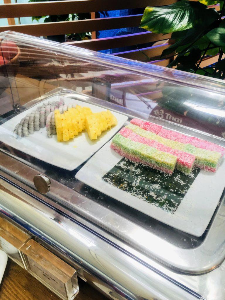 香港国際空港のタイ航空ロイヤルオーキッドラウンジお食事