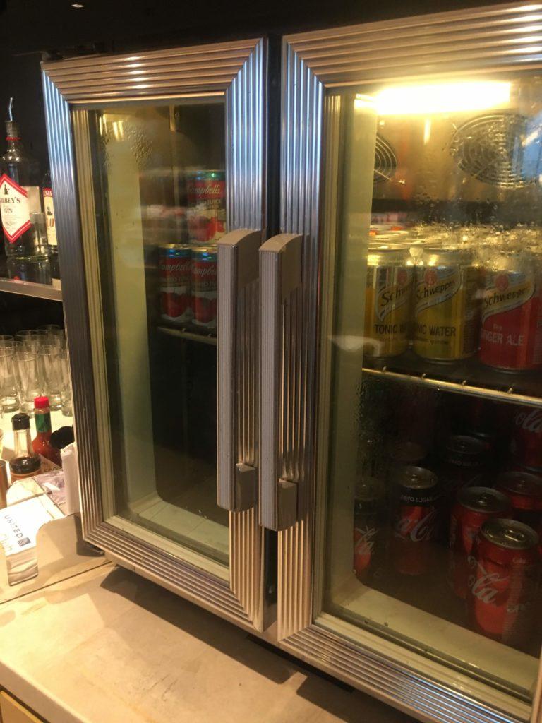 香港国際空港ユナイテッド航空ラウンジ飲み物