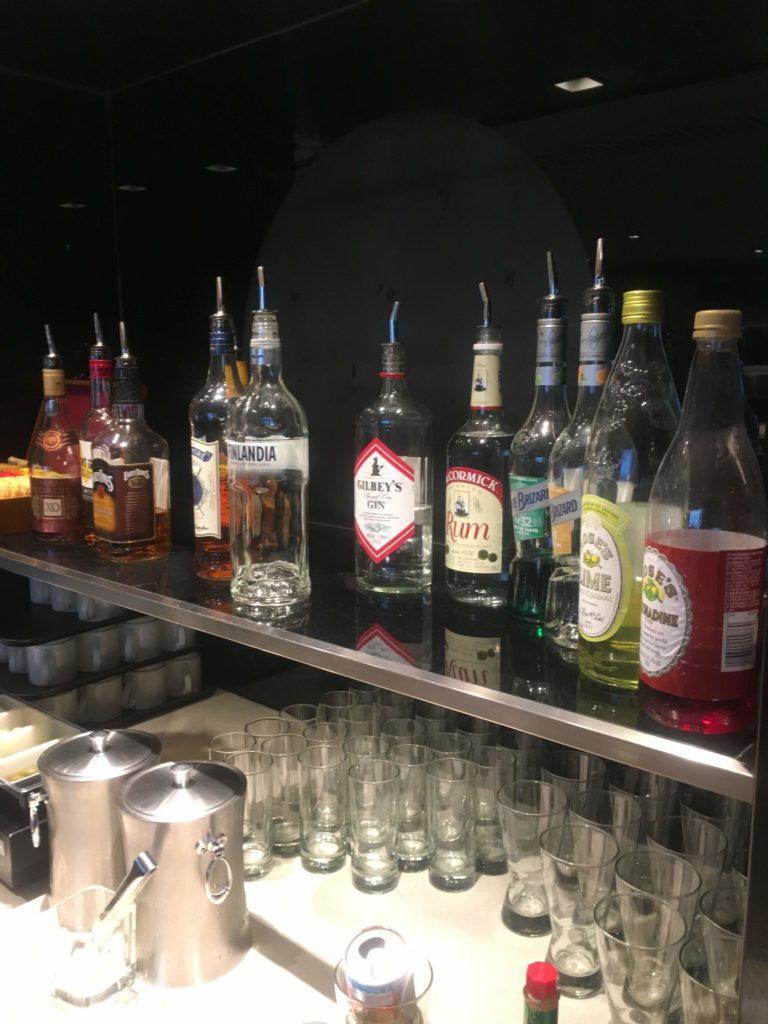 香港国際空港ユナイテッド航空ラウンジお酒