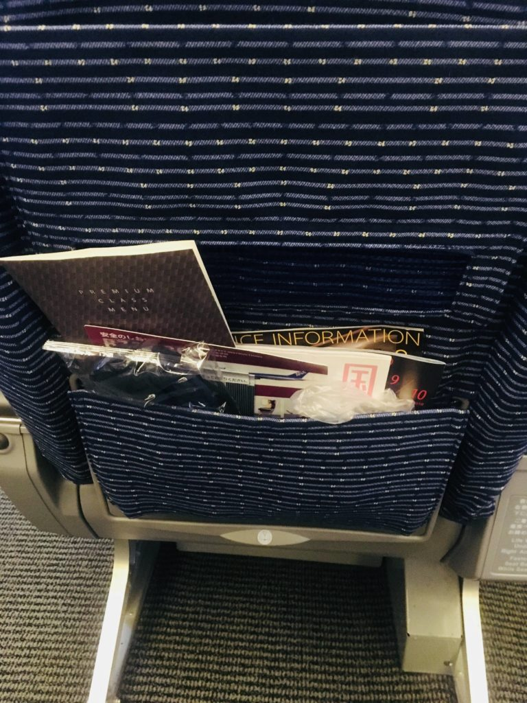 ANAプレミアムクラス那覇行き座席2