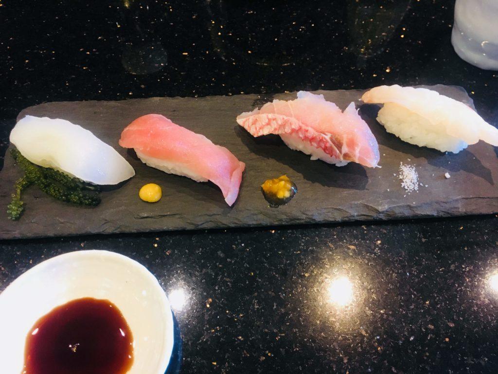 沖縄那覇空港回転寿司海來県産魚の食べくらべ
