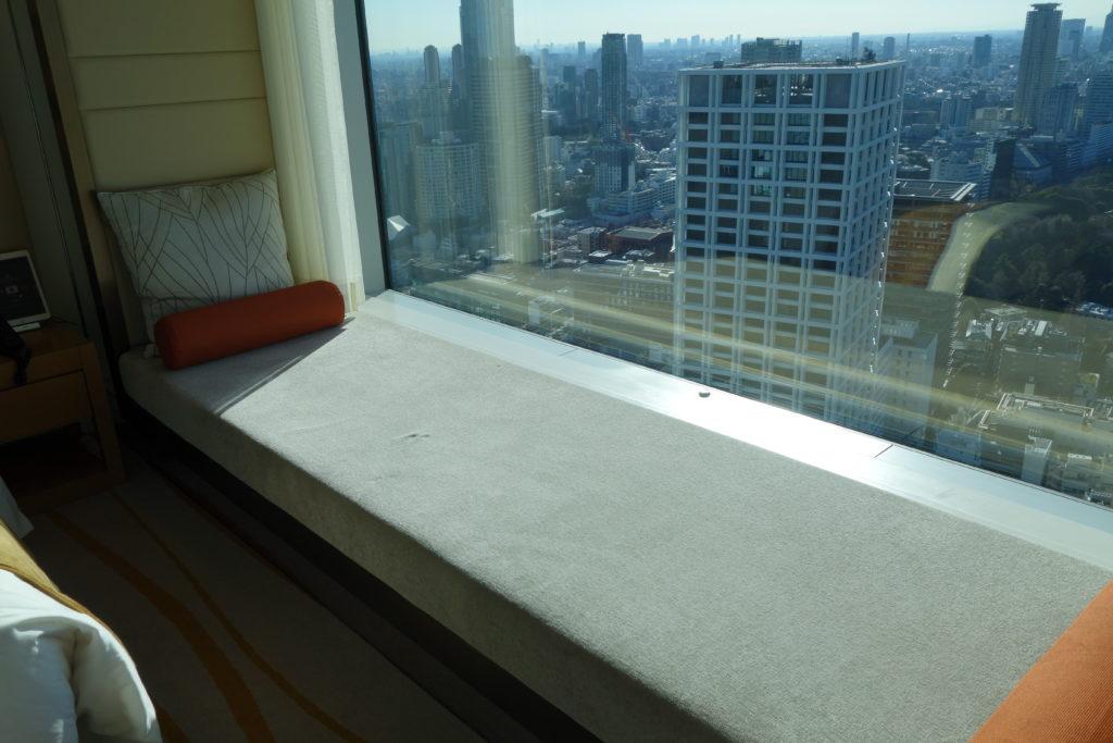 ザ・プリンスギャラリー東京紀尾井町,ラグジュアリーコレクションホテルお部屋の窓際のソファ